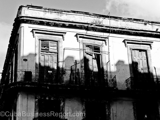 property-claims-cuba-decaying-building