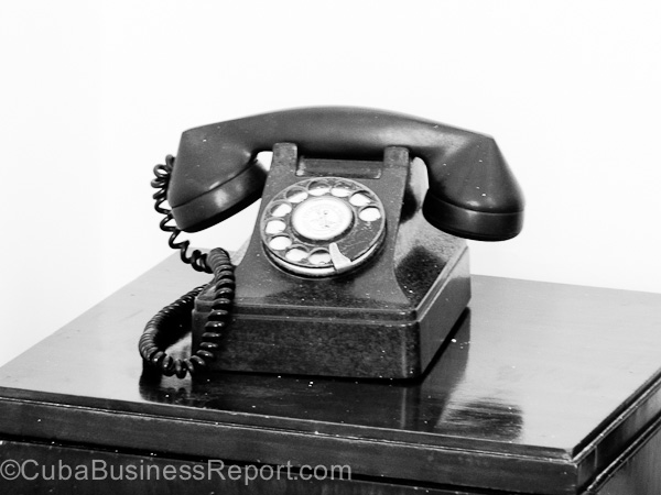 cuba-telephone-connections-old-phone