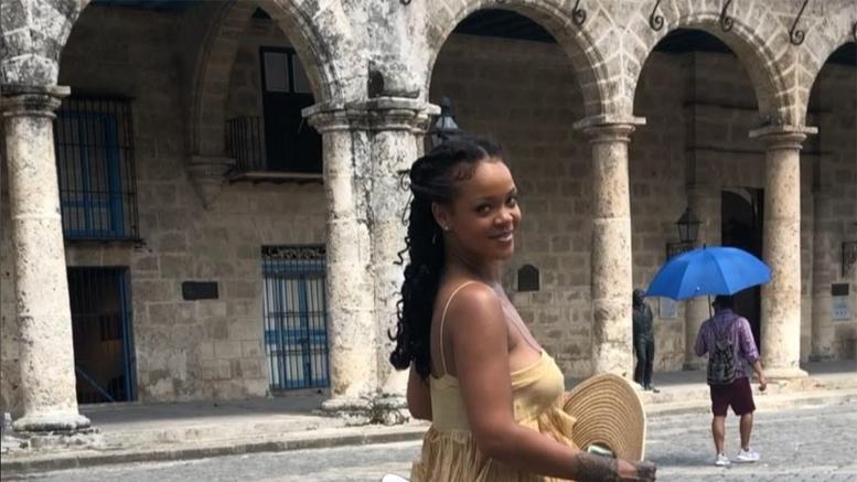 rihanna-in-Havana