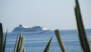 cruise-entering-harbour-Havana