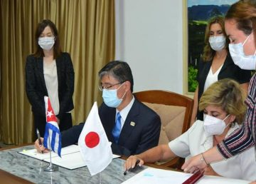 Japan-and-Cuba-sign-agreement